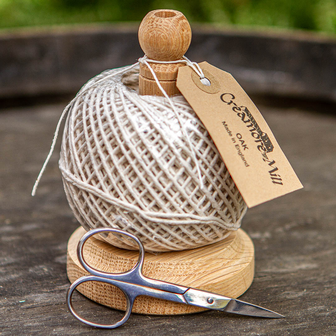 String Tidy with Scissors